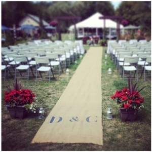I found this aisle runner on kijiji. What are the odds? Then I just lined the aisle with lanterns.